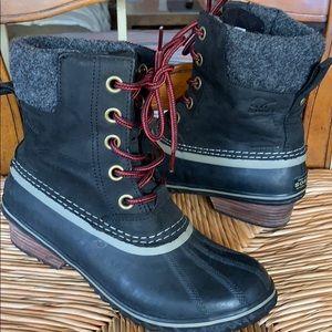 Sorel women ankle boots waterproof size 8 US